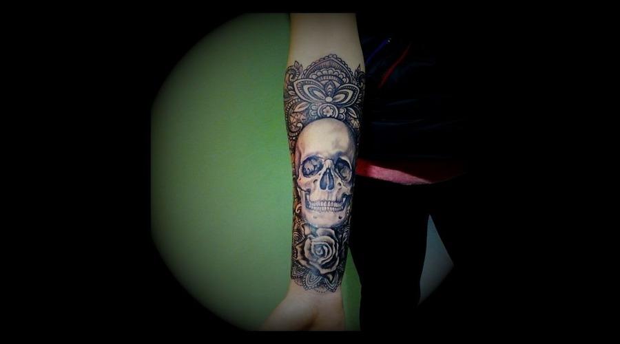 #Ledjaqereshniku#Rodosinktattoo#Skull#Laces#Realistic# Forearm