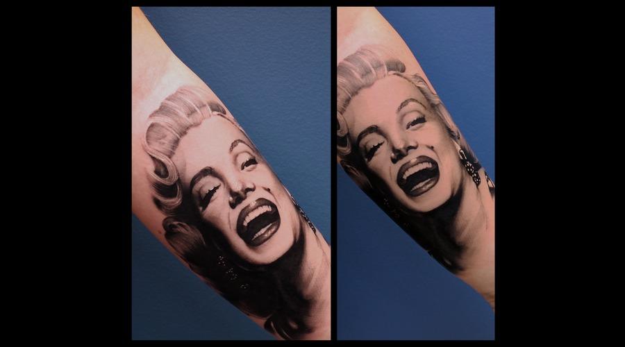 Marylin Monroe Arm