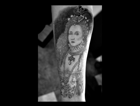 Queen  Portrait  Realism  Painting  Lace  England   Forearm