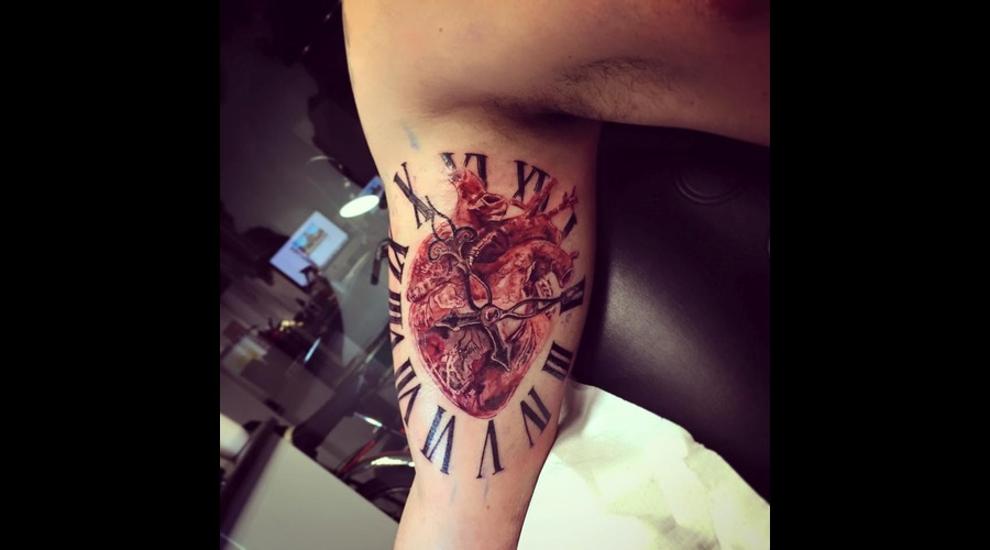 Realistic Heart With Roman Clock  Arm