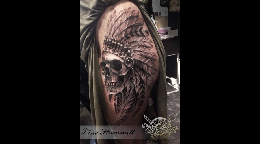 Skull  Native  Feather Hip