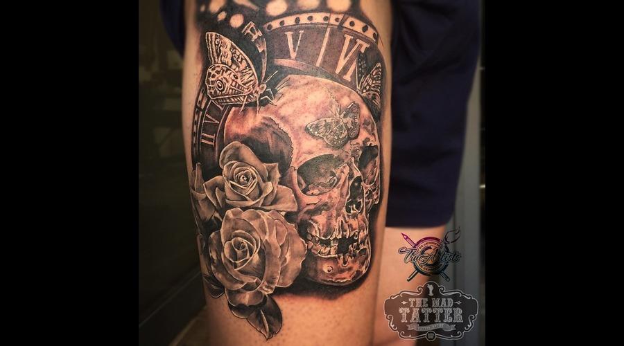 Skull Tattoo   Clock  Thigh