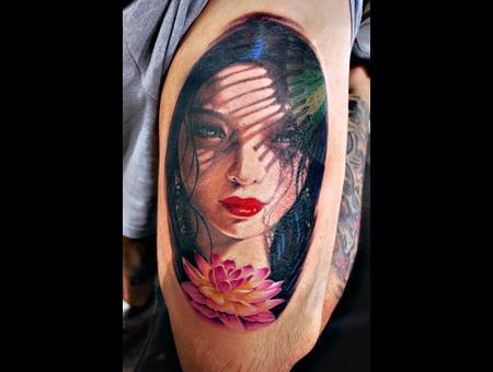 Porrait Colour Geisha Lotus Thigh