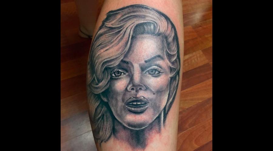 Marilyn  Monroe  Portrait Lower Leg