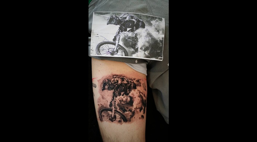 Mountain Biking Realism Black And Grey Thigh