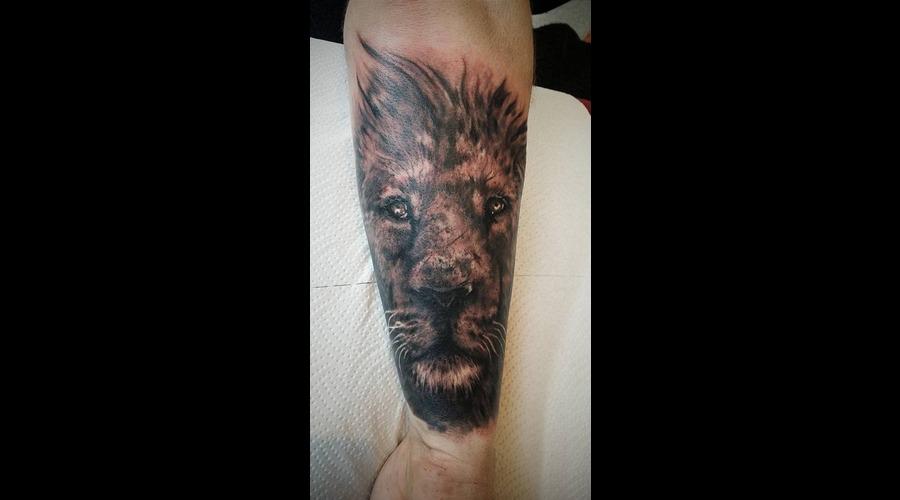 Lion Realisim Forearm