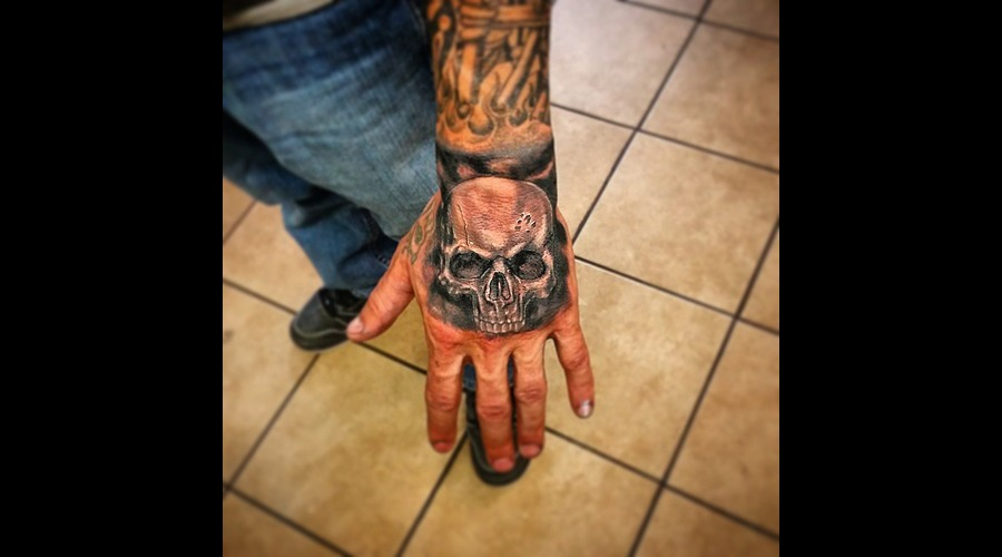 Realism Skull On Hand Arm