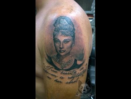 Portrait Audrey Hepburn  Arm