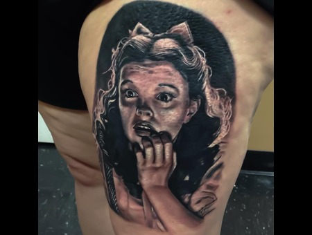 Dorothy  Wizardofoz  Realism  Black Grey Thigh