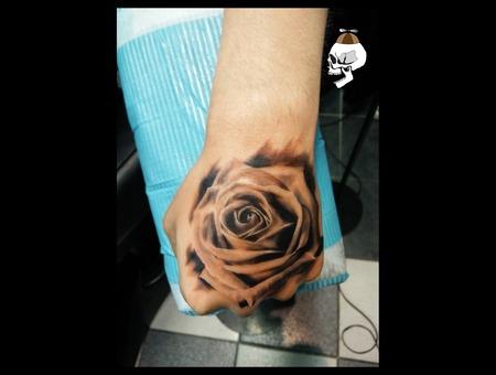 Rose Realism Arm