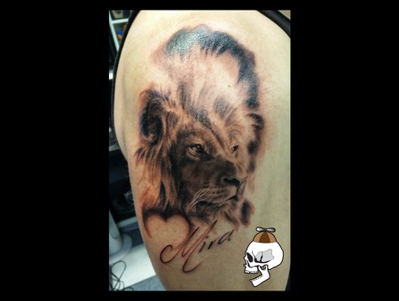 Lion Realism Arm