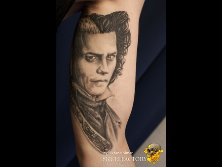 Sweeney Todd Black Grey Arm