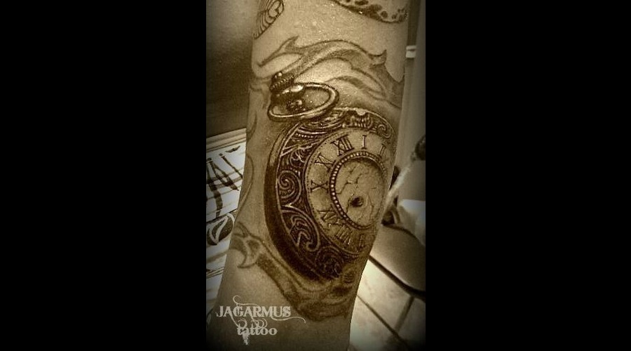 Pocket Watch  Reloj De Bolsillo Forearm