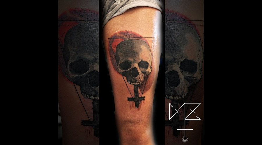 Skull Graphic Reversed Cross Color Thigh