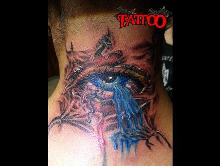 Pierced Eye Neck