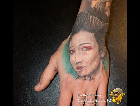 Hand  Geisha Arm