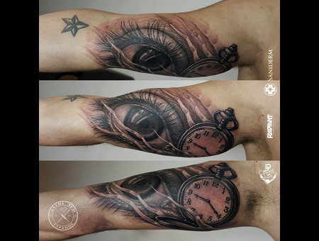 Eye  Clock  Realism  Realistic Arm