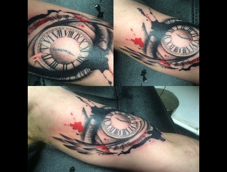 Trash Polka Eye Clock Wings Arm