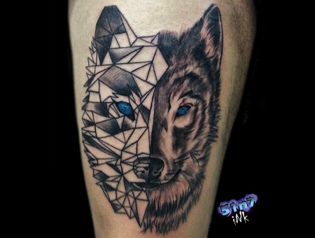 Wolf  Geometric  Realistic Black Grey Thigh