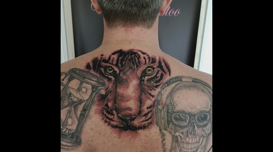 #Tigertattoos #Tigerface #Tigereyetattoos #Realistic #Realism #Blackandgrey Black Grey Back