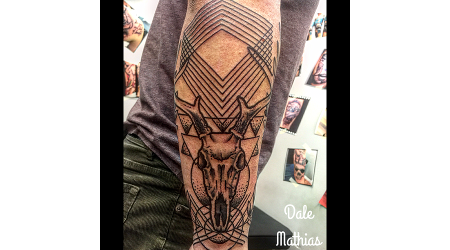 Geometrics  Skull  Deer   Black Grey Arm