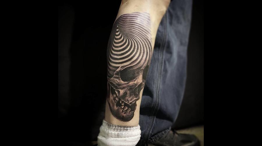 Skull  3d  Spiral  Realisim Black Grey Thigh