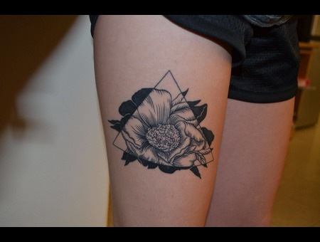 Geometric  Blackwork  Flower Black Grey Thigh