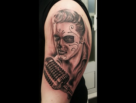 Elvis Black Grey Arm