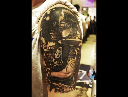 Portrait Realistic David Grohl Black Grey Arm