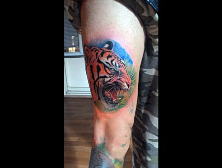 Realistic Tiger Color Thigh