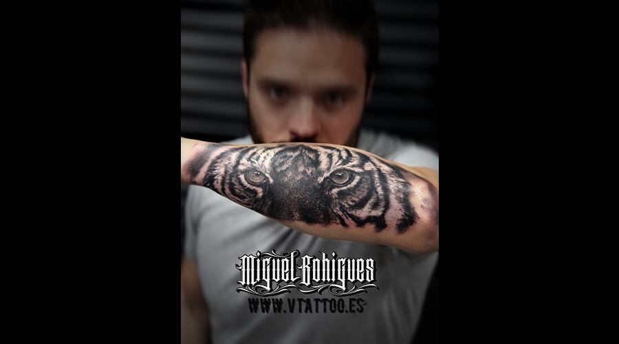 Tiger  Realism Black Grey