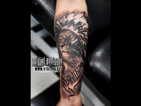 Lion  Realism Black Grey