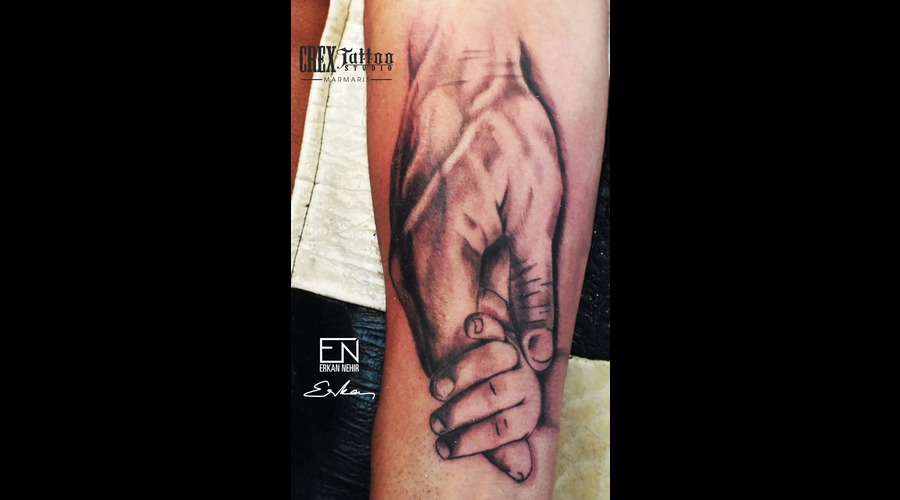 Hands Tattoo Father Daughter Erkann Nehir Tattoo Artist Marmaris Dövme Black Grey Forearm