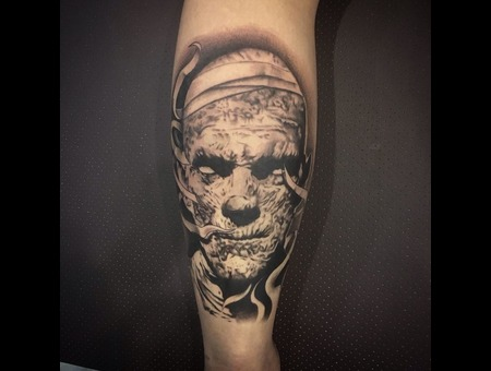 Mummy Black Grey Lower Leg