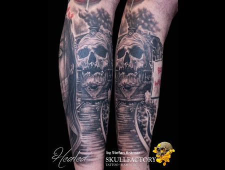 Skull Steamengine Black Grey Lower Leg
