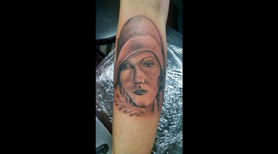 Portrait Greta Grabo Tattoo Black Grey Arm