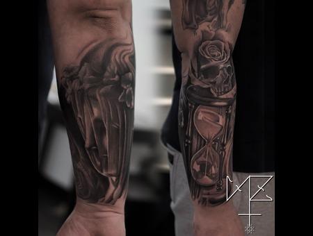 Statue  Houglass  Sand Clock  Skull  Rose Black Grey Forearm