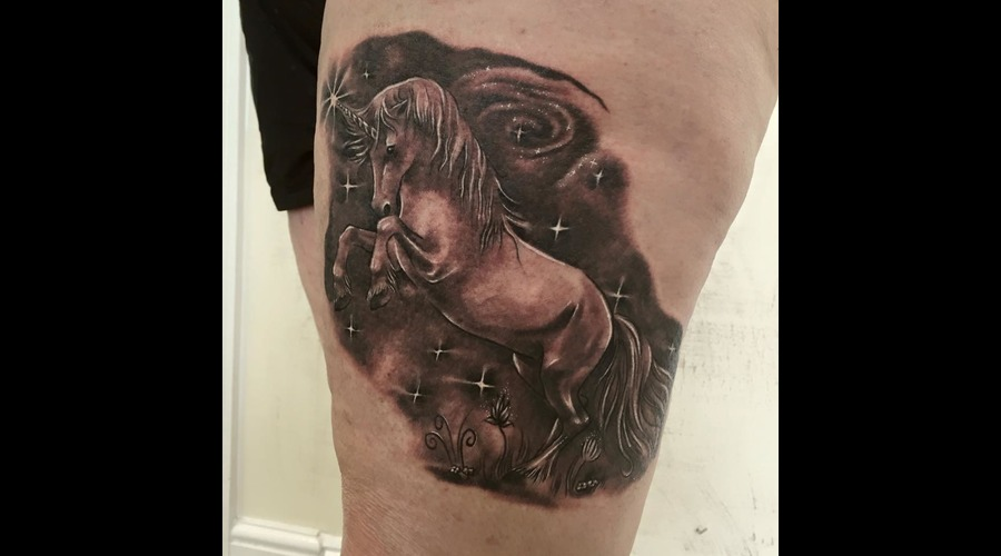 #Blackandgreytattoo #Realistic #Realism #Fantasytattoo Black Grey Thigh