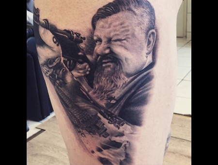 Portrait  War  Rifle  Realistic Black Grey Thigh