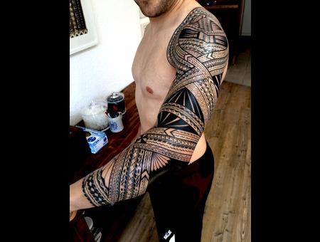 #Tatausamoa #Tomasisuluape Black Grey Arm