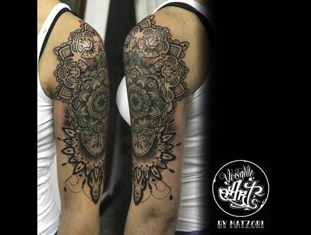 Fineline  Mandala  Blackwork Black Grey Arm