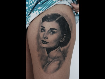 Audrey Hepburn Portrait Realistic Black Grey Thigh