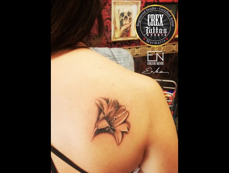 Lily  Flower  Erkan  Nehir  Tattoo  Artist  Dövmeci  Marmaris  Turkey Black Grey Back