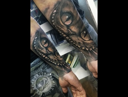 Cheshire Cat Alice In Wonderland  Black Grey Arm
