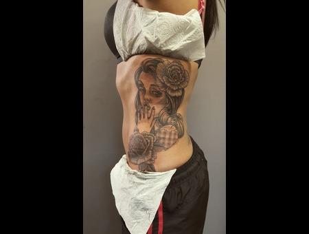Roses  Woman   Black Grey Ribs