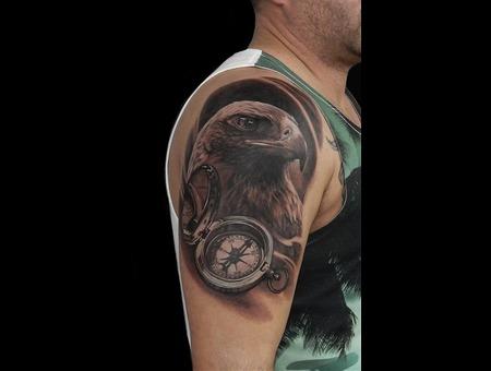 Eagle Compass Black Grey Shoulder