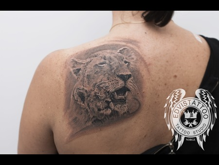 Lion Lions Tattoo Realism Girl Tattoo Black Grey Back