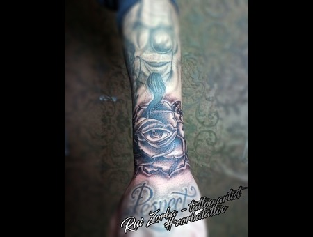 Rose Eye Black Grey Forearm