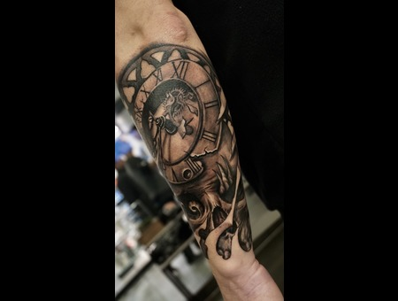 Skull And Clock Black Grey Forearm