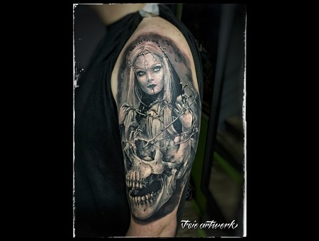 Skull Gothic Beauty Girl Woman Black Grey Arm